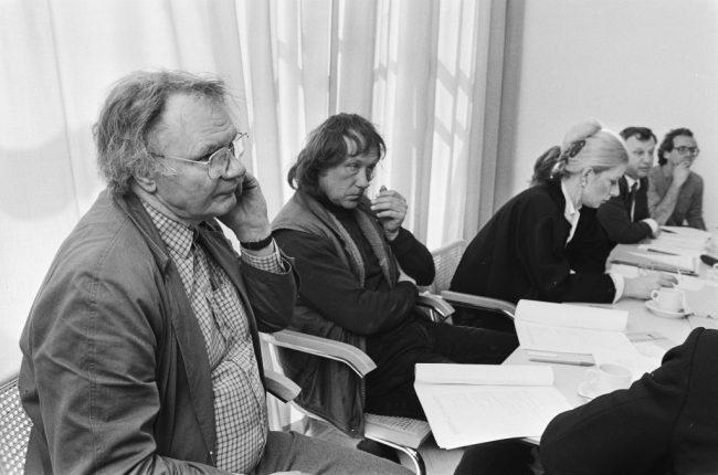 Een persconferentie over Prix de Rome met Ger Lataster (links) en naast hem Eric Claus, 1985