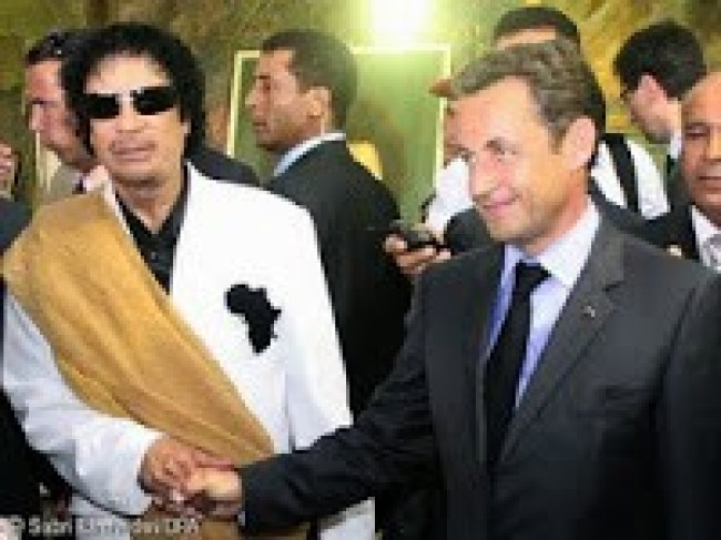 Gaddafi & Nicolas Sarkozy (foto aangirfan)