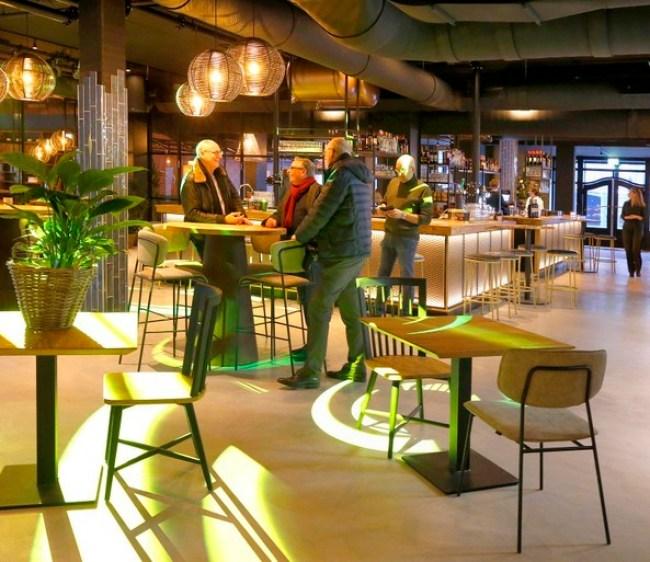 De bar en het restaurant De Bastaard in het Hotel Marktstad, deze bleef tot het laatst open met afhaalgerechten (foto Marc Moussault)