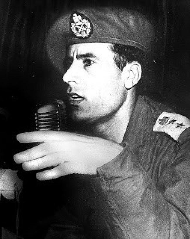 Early snap of Gaddafi in army uniform (foto Aangirfan)