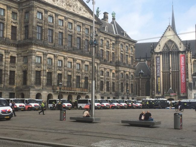 Ondertussen in Amsterdam (foto Twitter)