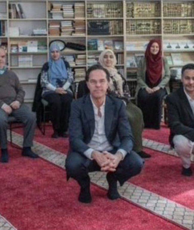 Rutte bezoekt Moskee (foto Twitter)