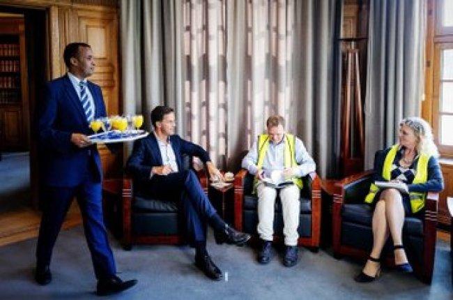 Rutte invites Gele Hesjes in Torentje (3) (foto Twitter)