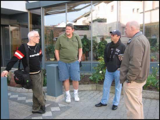 2009-0410-airport-guyshotel