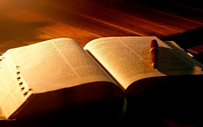 Bíblia Sagrada: uma farsa ou uma revelação de Deus?