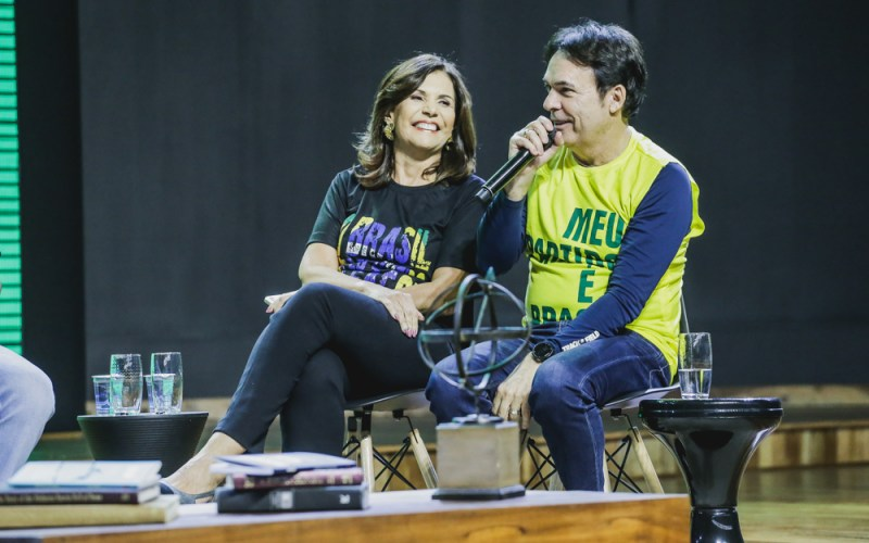 Arenasso – Talk Show recebe Bispos Robson e Lúcia Rodovalho