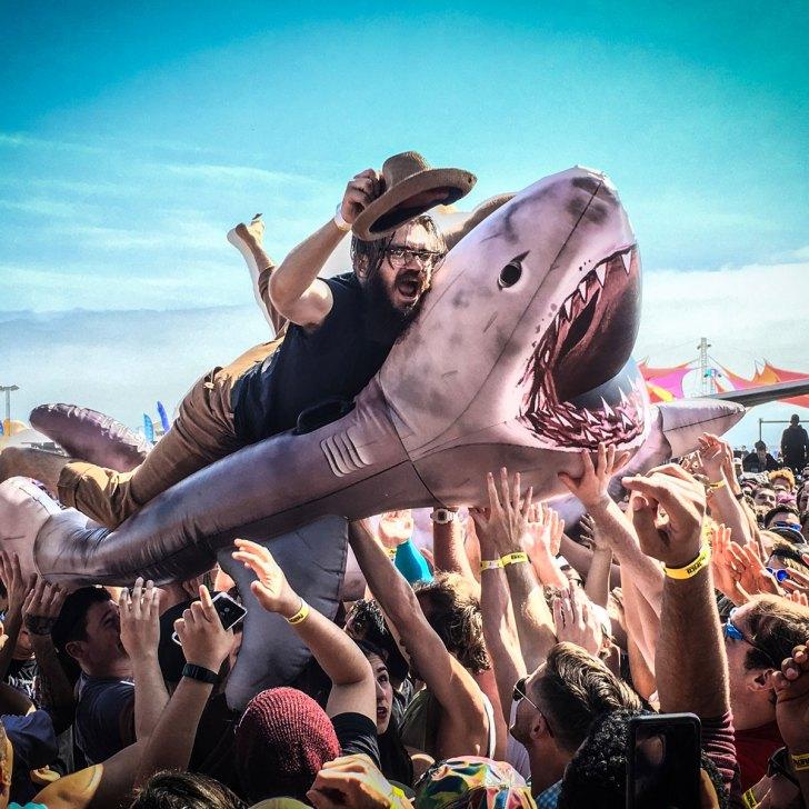BackToTheBeach_01_SharkSurfing