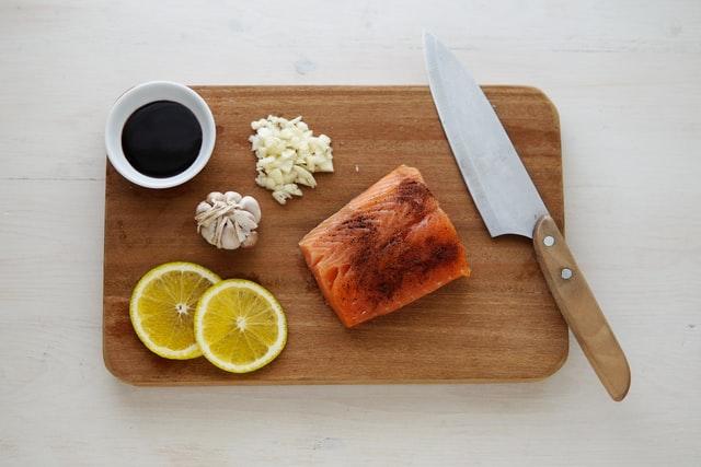 smoked-salmon-on-cutting-board