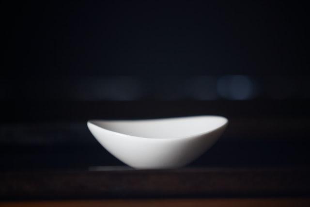 bowl-in-dark-room