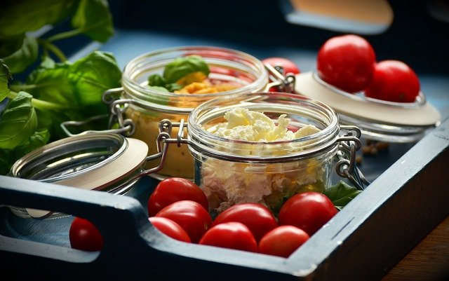 small-jars-of-vegetables-and-feta