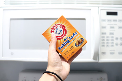 Cleaning microwave with baking soda