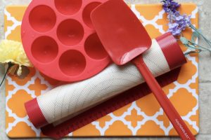 Cleaning silicone kitchen utensils