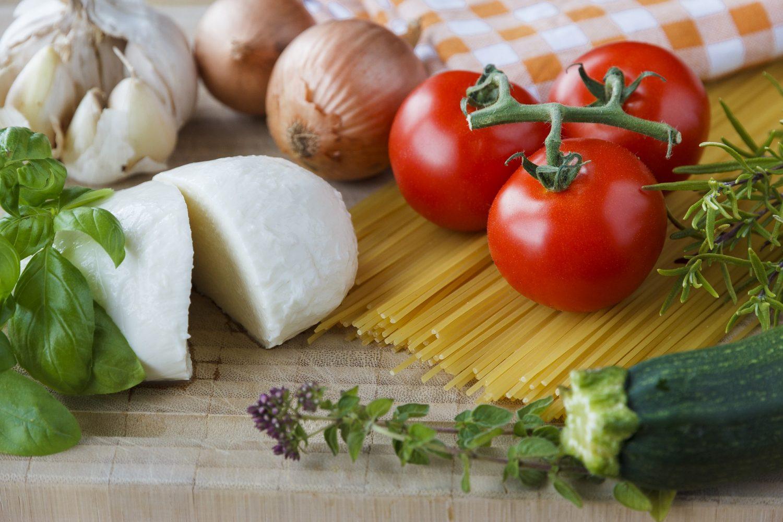 mozzarella-cheese-with-tomatoes