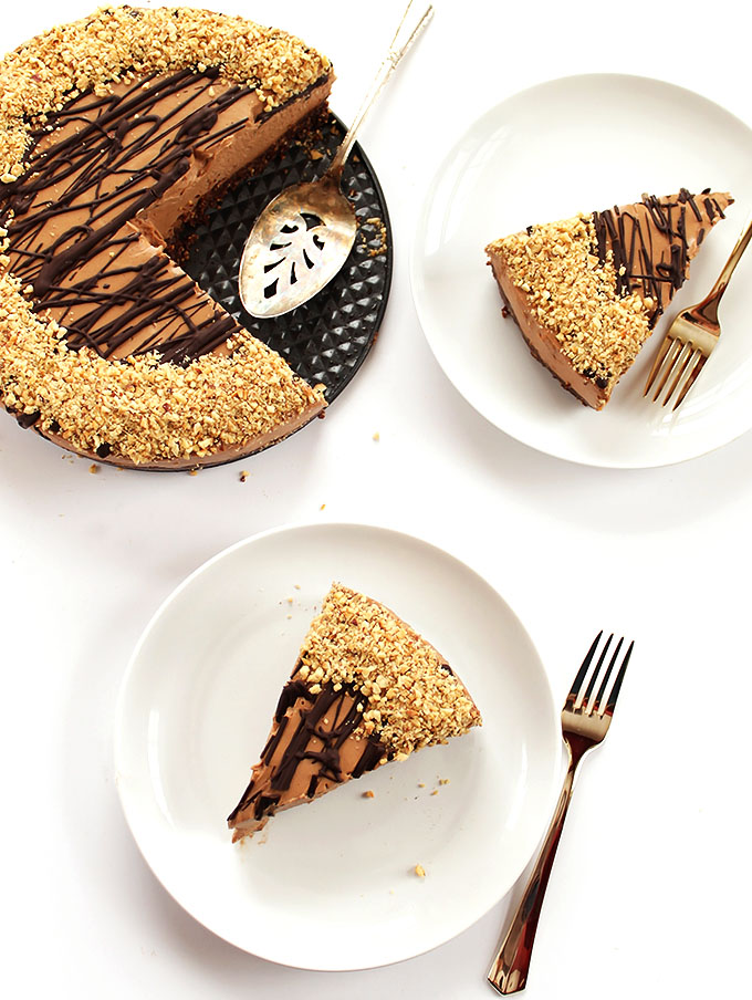 No Bake Nutella cheesecake - Made with a gluten free crust. Irresistible and decedant! A great recipe for a special occasion! | robustrecipes.com