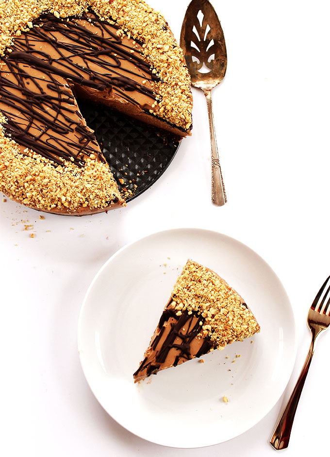 No Bake Nutella Cheesecake. A great dessert recipe for any special occasion! The crust is made with nuts and dates! So irresistible! Gluten free! | robustrecipes.com