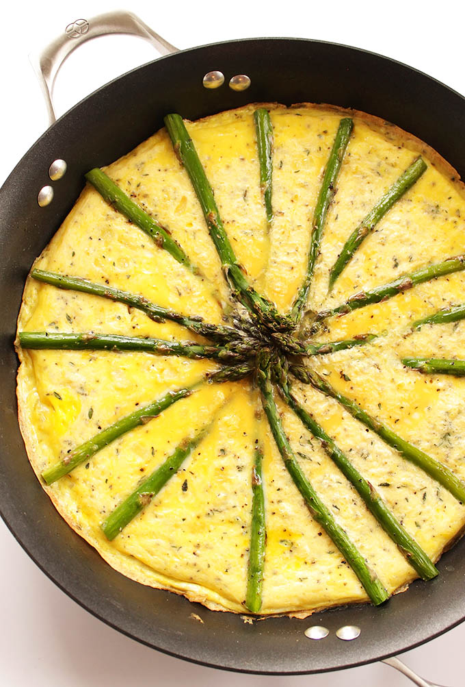 Asparagus Frittata - A breakfast/brunch recipe that comes together in 30 minutes! We love this recipe on the weekends. It's also great to serve to guests. Vegetarian/Gluten Free! | robustrecipes.com