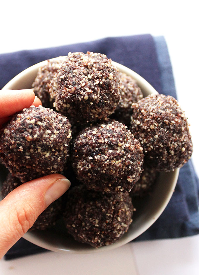 Blueberry Almond Energy Balls - Bursting with almonds and blueberries. Filled with healthy fats and protein. The perfect workout snack! EASY to make! Vegan/Gluten Free! | Robustrecipes.com