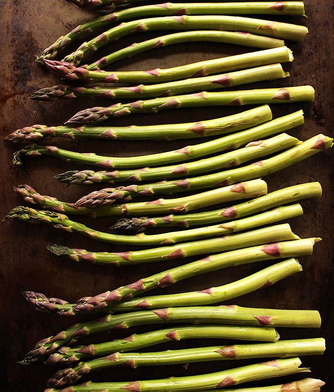 Roasting asparagus for Easy Lemon Roasted Asparagus | robustrecipes.com