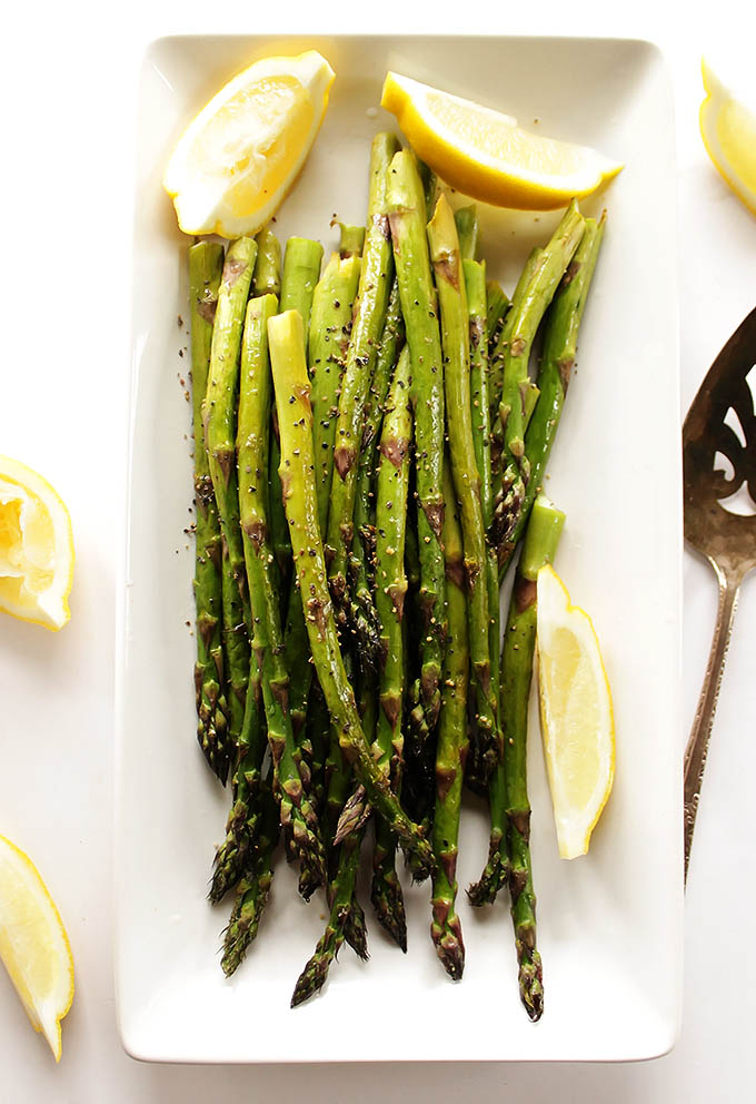Easy Lemon Roasted Asparagus - A tasty and healthy side dish that's perfect with any meal. Perfectly roasted asparagus with plenty of freshly squeezed lemon juice! Vegan/Gluten Free | robustrecipes.com