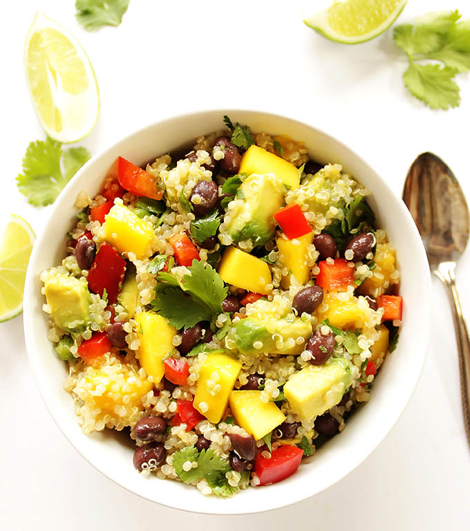 Mango Black Bean Quinoa Salad - A refreshing salad that can be served as the main dish or as a side salad. EASY to make (only 25 minutes), perfect for summer parties.! Quinoa, avocado, mango, black beans, red pepper, cilantro, red onion, jalapeno! Vegan/Gluten Free.