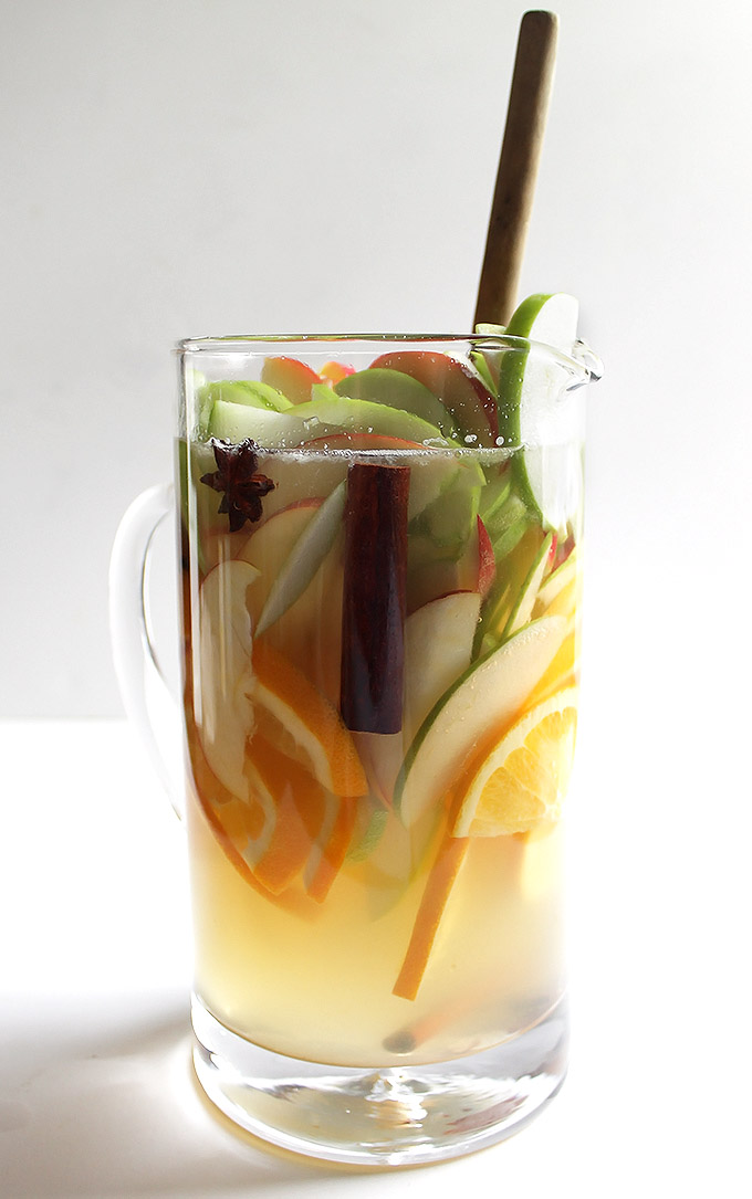 Fall white Wine apple Sangria | robustrecipes.com