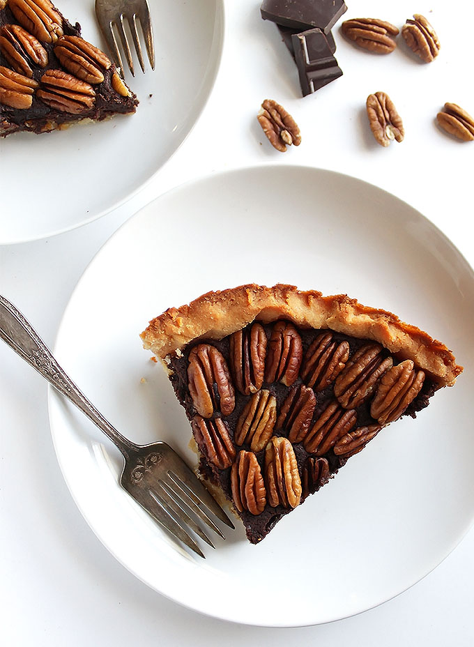 Gluten Free Chocolate Pecan Pie - This pie is made without corn syrup! It's got a fudgey rich filling with a doughy crust and toasted pecans! This recipe is super EASY to make! This pie is the perfect Holiday dessert!   robustrecipes.com