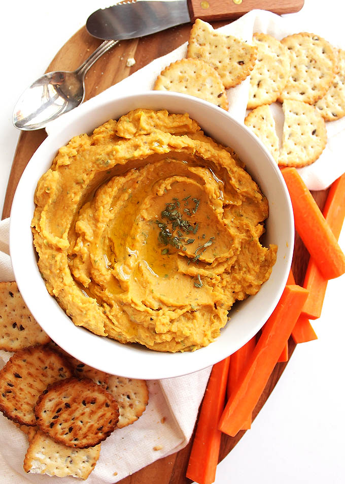 Pumpkin Sage Hummus - Bursting with slightly sweet pumpkin and savory sage! So YUM! Would make a great appetizer to any fall or winter holiday! This recipe is EASY to make! Vegan/Gluten Free/Vegetarian | robustrecipes.com