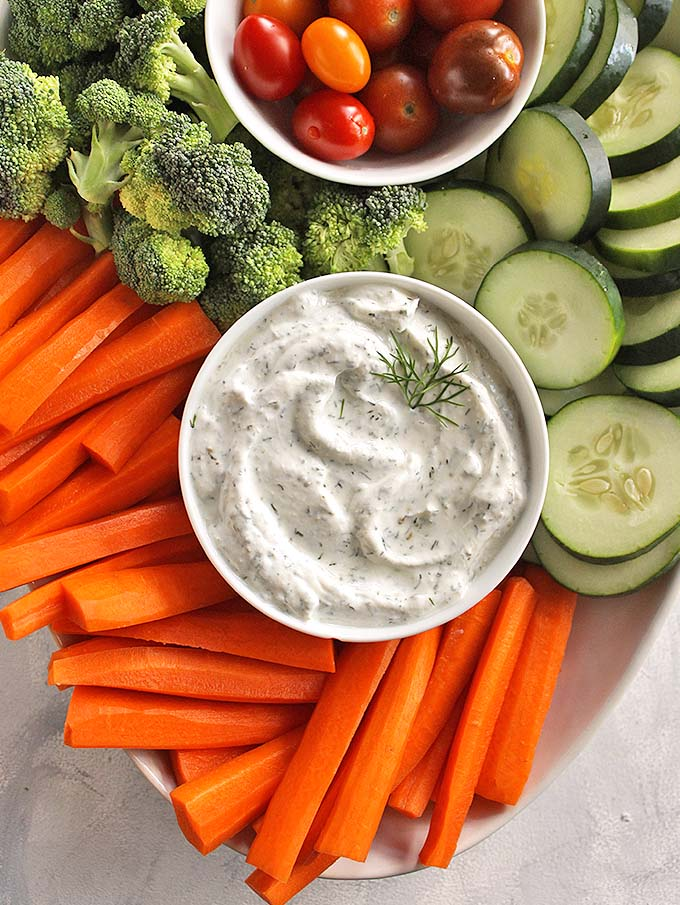 Healthy Greek Yogurt Dill Dip - Easy and tasty dill dip recipe that has simple, clean ingredients. Perfect for veggie platters & packed lunches.  Only requires 5 minutes to make + 7 simple ingredients. Fat free, packed with protein and probiotics. One of our favorite dips all year around! (Gluten Free) | robustrecipes.com