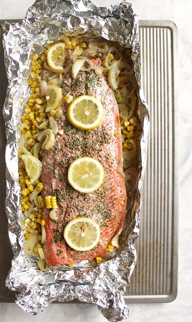 Rosemary Foil Salmon with corn and Fennel - Super easy salmon cooked in foil with corn and fennel. Only requires 30 minutes and 1 pan to make it. Perfect for a weeknight meal. Also would be great for a date night in! So yum!!! (Gluten Free/Dairy Free) | robustrecipes.com