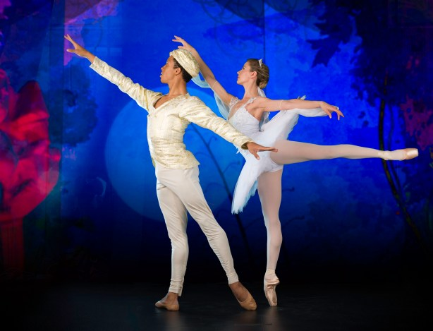 Shannon Glover and Luis David Valle Ponce in La Bayadere. Photograph by Lauge Sorensen.