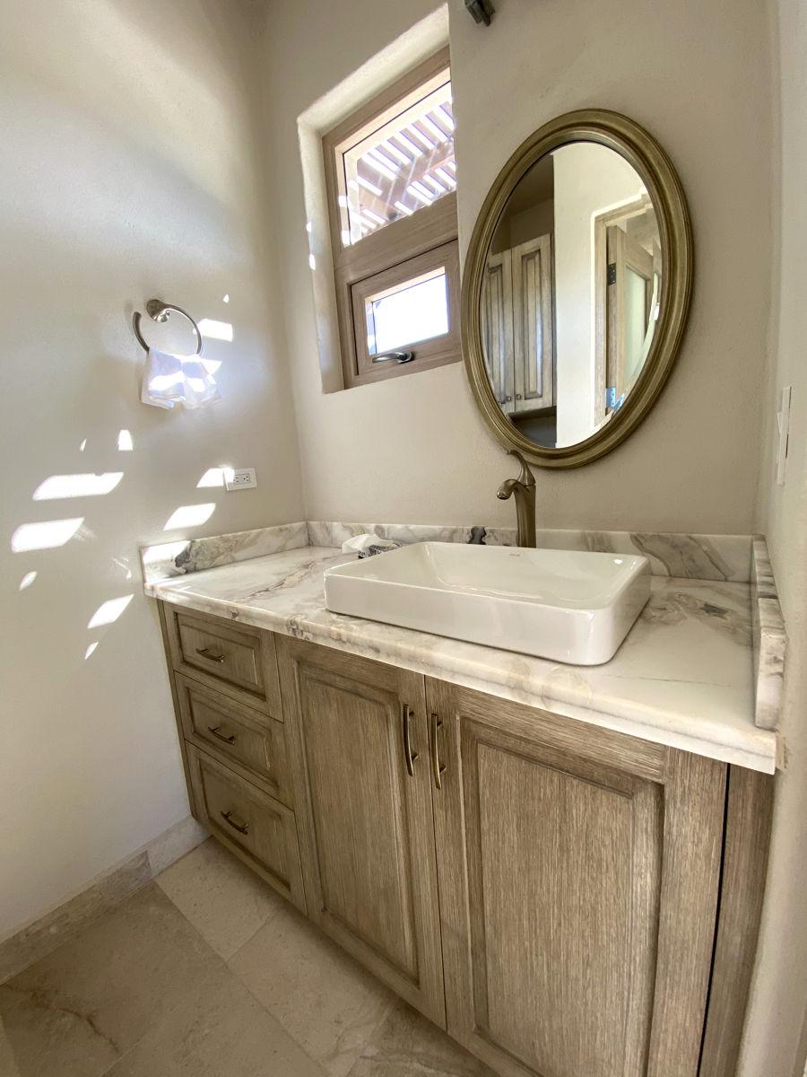 Hibiscus Room Bathroom