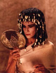 Barbara Hershey nel film Abraham con parrucche Rocchetti