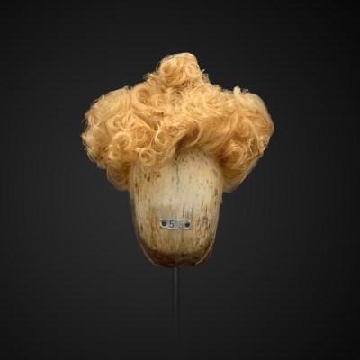 Parrucca bionda con chignon