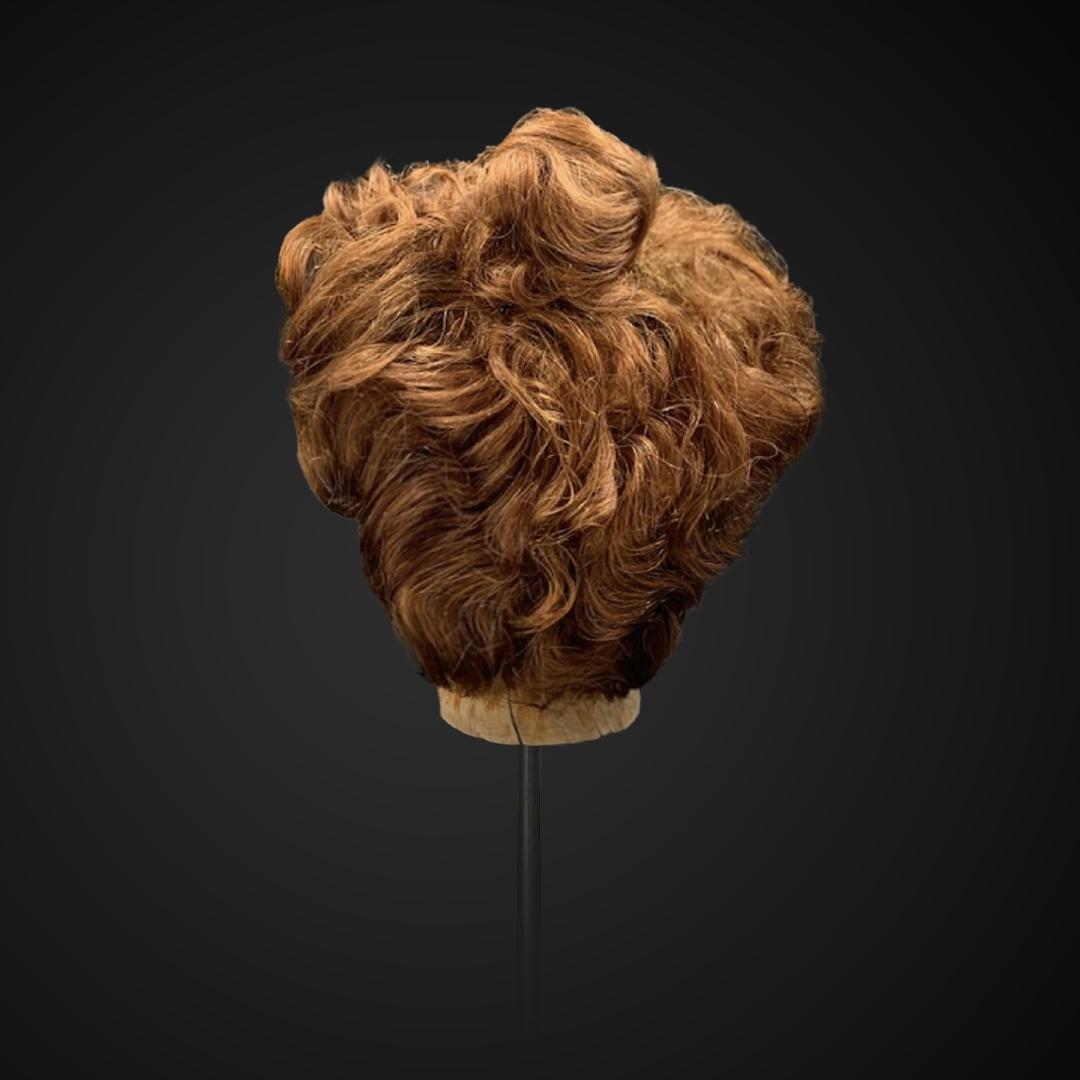 Parrucca castana con chignon