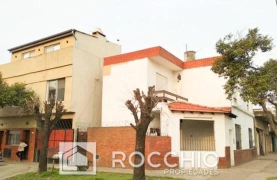 Casa en JL.Suarez, Artigas 3400