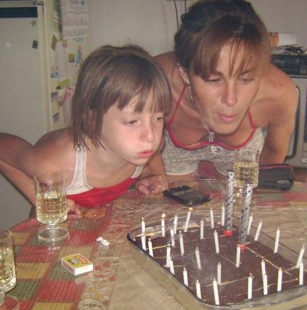 Con mi tia decimos que somos almas gemelas porque nacimos el mismo dia, solo que con 22 años de diferencia :P | My auntie and I say we are twin souls due to we were born same day, 22 years apart! :P