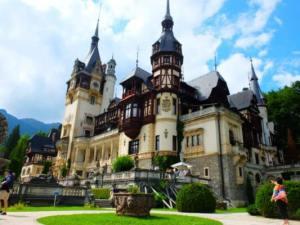 【ルーマニア】城を見に行くなら、ペレシュ城はぜったいはずせない!まだの人は要チェック