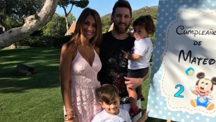 La familia Messi esperando a Ciro