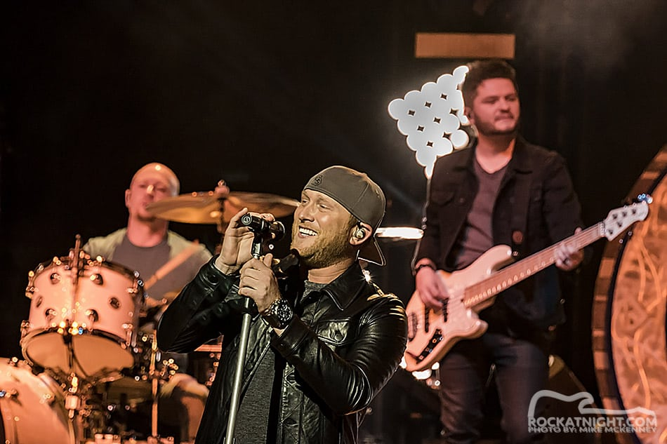 cole-swindell-w-band-ran-9
