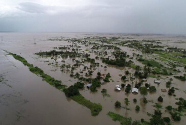 Cyclone's devastating floods leave hundreds dead in southern Africa