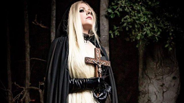 Avril Lavigne cria polêmica com novo visual