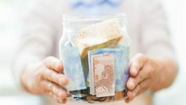 about-1.3-million-spaniards,-in-trouble-accessing-'cash'