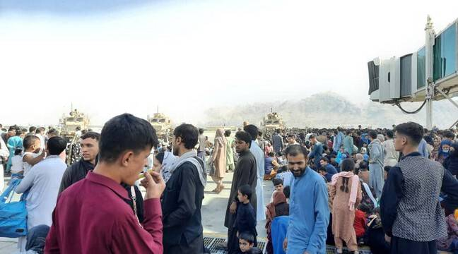 afghanistan:-more-than-600-fleeing-taliban-crowd-into-us-military-plane
