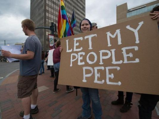 635966738738368409-hb2-let-my-people-pee
