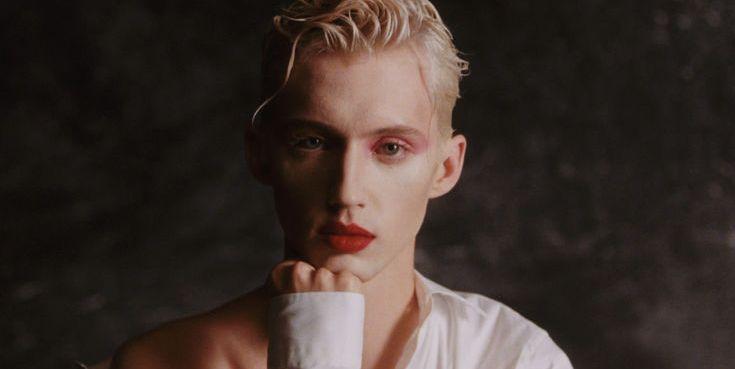 「美麗少年用力綻放」Troye Sivan – Easy