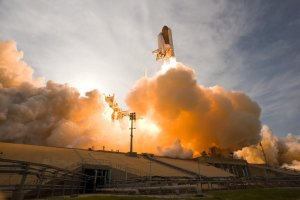 Space Shuttle Lift Off - Rocket Ivy Growth Marketing