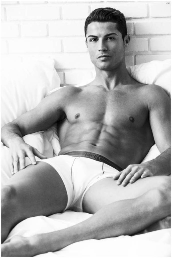 Cristiano-Ronaldo-Underwear-Photo-Shoot-2015-Campaign-001-800x1200