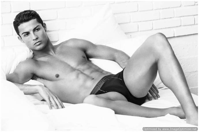Cristiano-Ronaldo-Underwear-Photo-Shoot-2015-Campaign-004