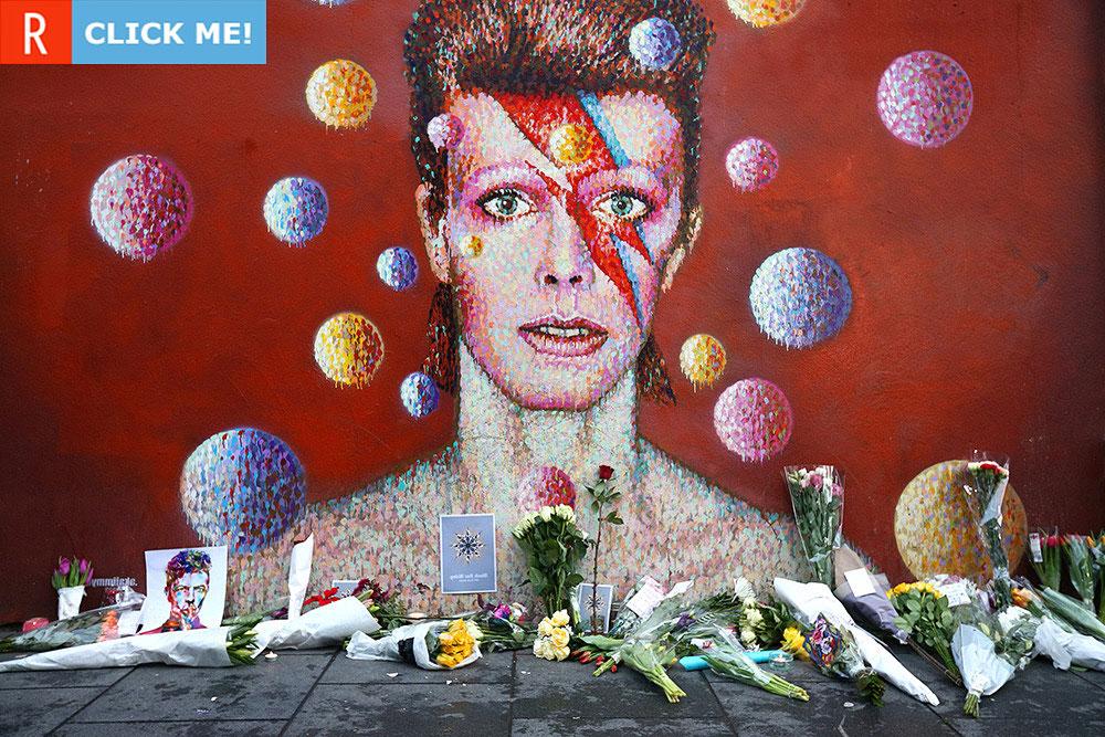 Граффити на стене, возле которой фанаты прощаются с Дэвидом Боуи (фото)