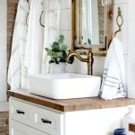Rustic farmhouse style bathroom design ideas 8